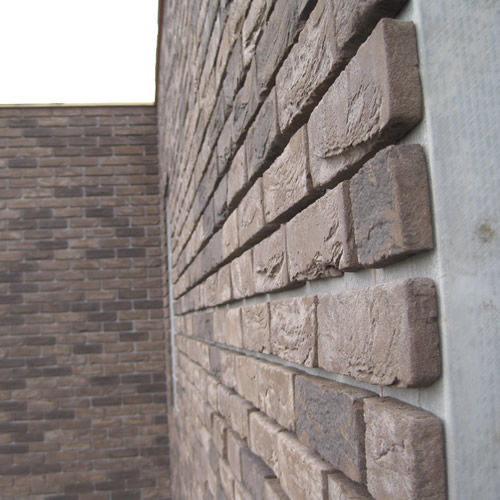 Massieve wanden met baksteenstrips